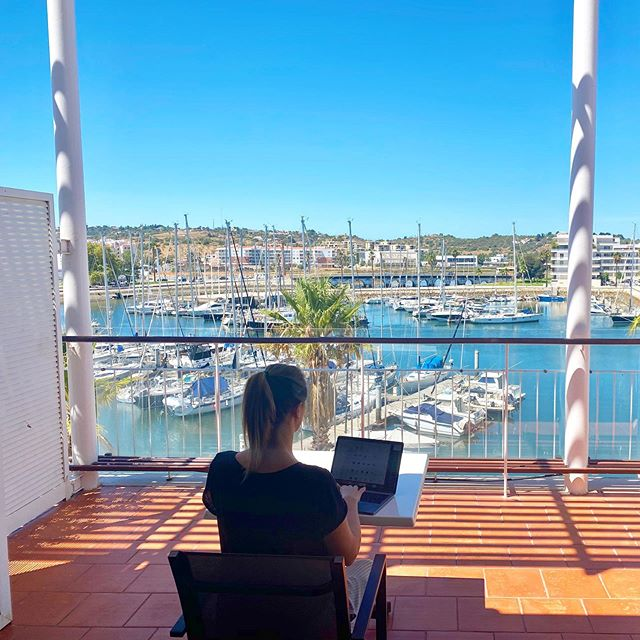 I love these kind of offices - but it's hard to get any work done with a view like this 😎👩‍💻