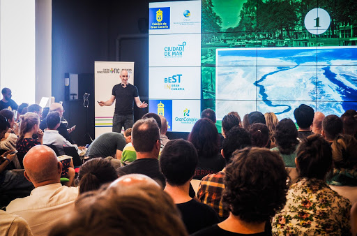 Speaking to an audience of digital nomads and remote workers at Nomad City Gran Canaria in 2016