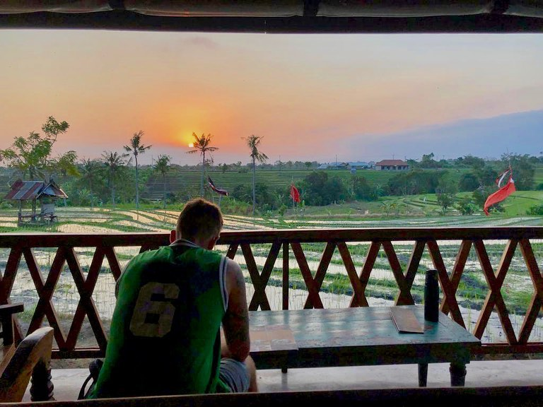 There's something about Bali that brings out the inner basic in anyone that goes… whether a new crippling addiction to Acai bowls, accidentally eating vegan every meal, or even taking pre-meditated sunset pictures.
